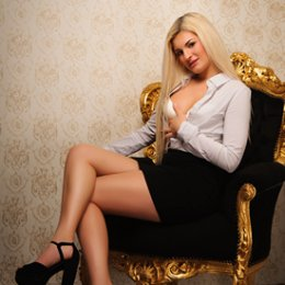 Book a meeting with Elyssa in Galway City today