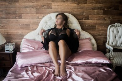 Meet the beautiful Veronica Mature  in Dublin 4  with just one phone call